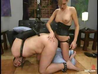 Audrey Leigh pokes her strapon into...